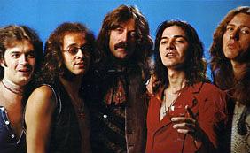 deep purple, de la stânga la dreapta: Glenn Hughes, Ian Paice, Jon Lord, Tommy Bolin și David Coverdale