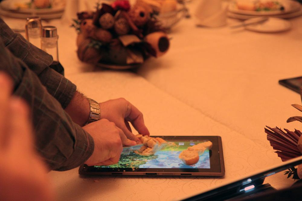 Tableta Transformer pe post de tocator de paine la ASUS Social Media Meet