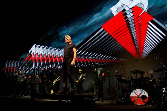 Roger Waters vine in Romania in 2013